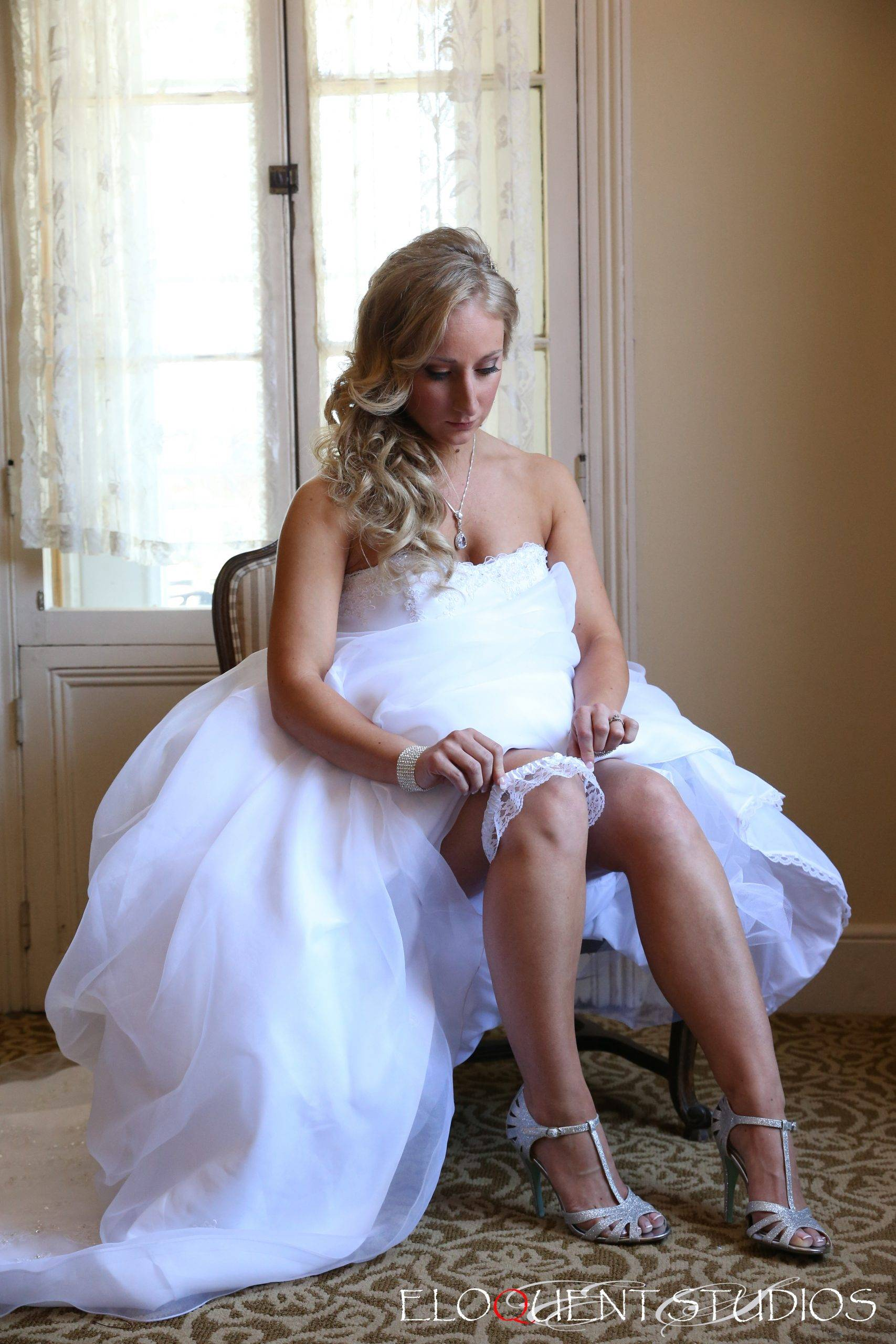 David's Country Inn bride getting ready