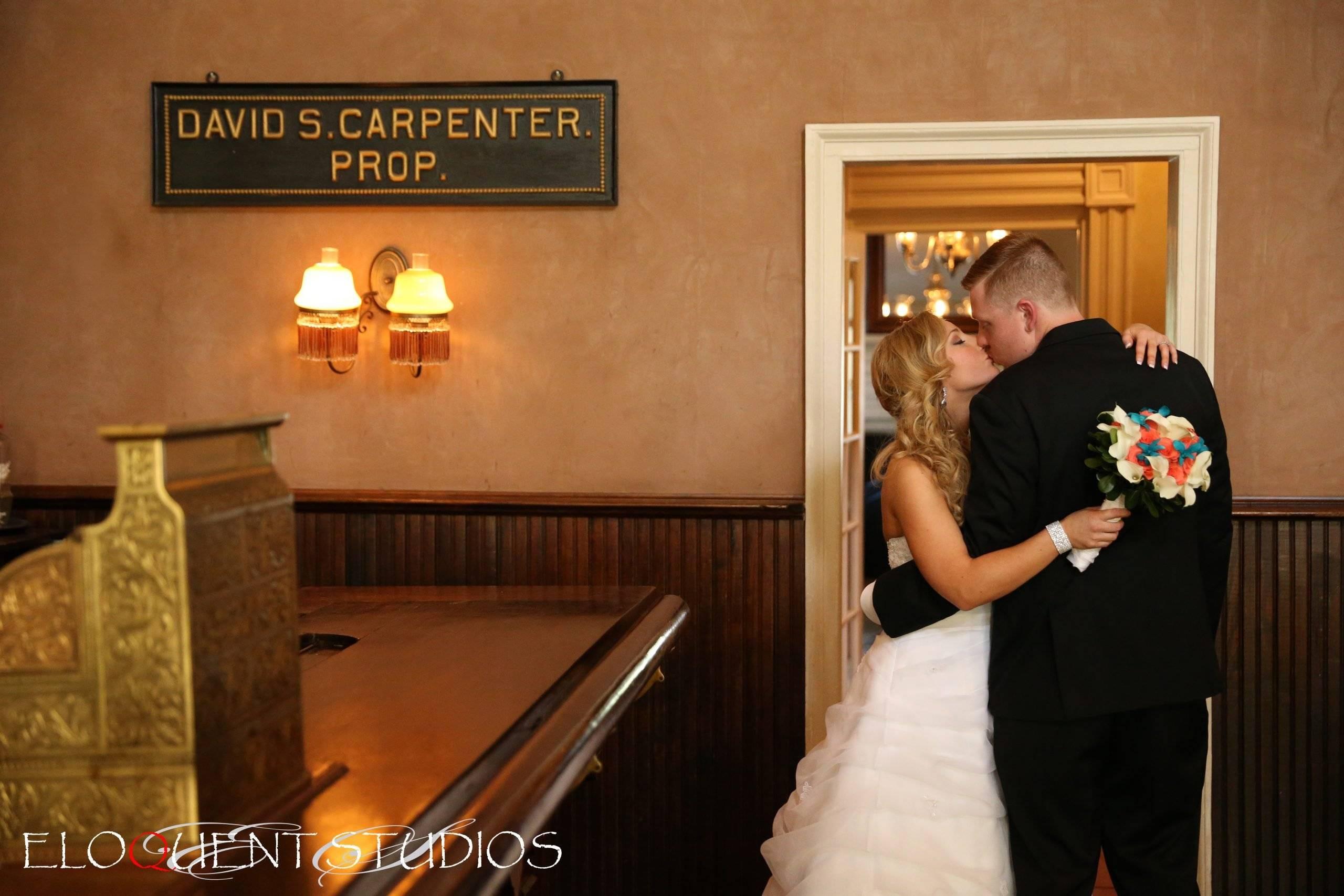 David's Country Inn wedding couple kissing