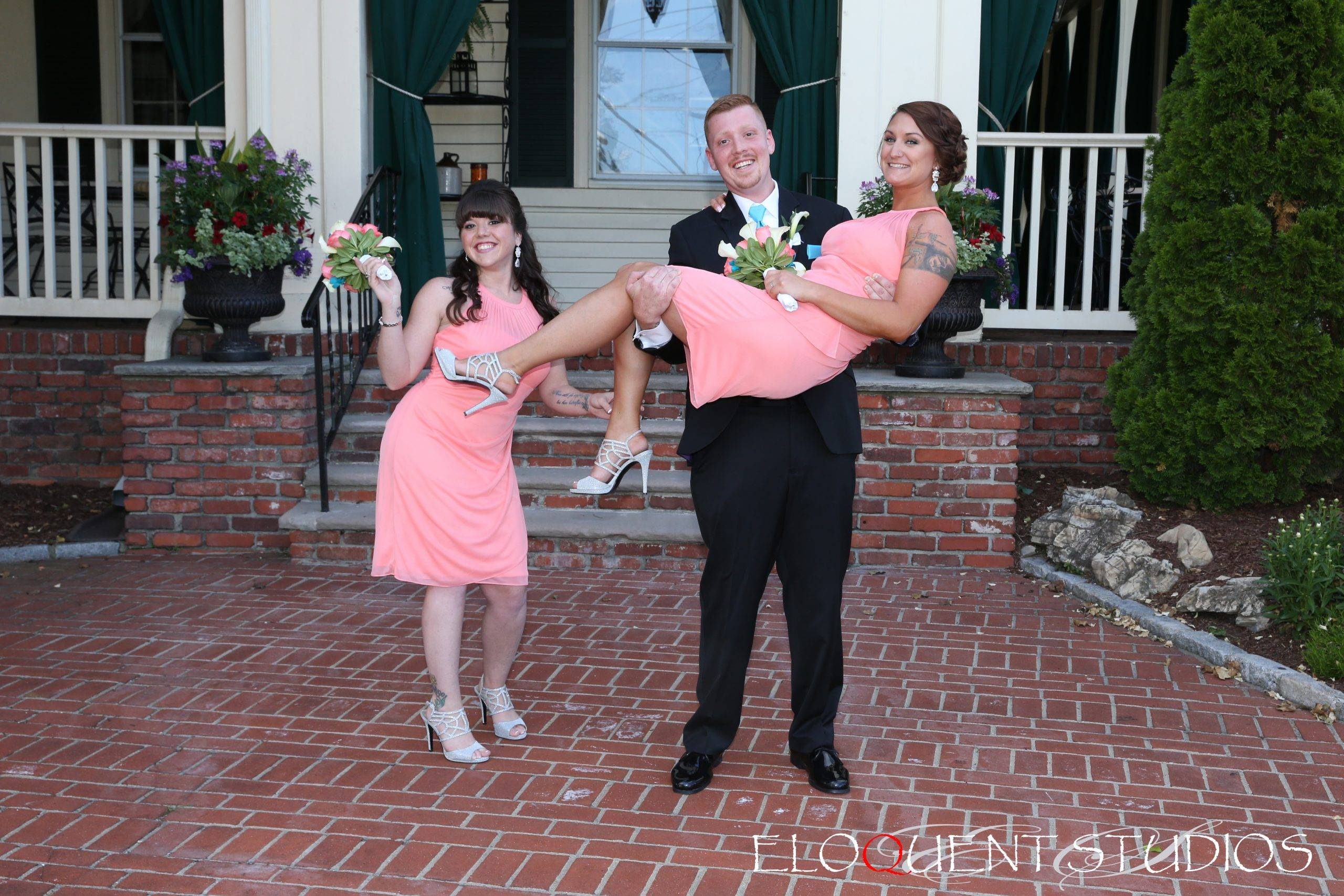 David's Country Inn groom and bridesmaids