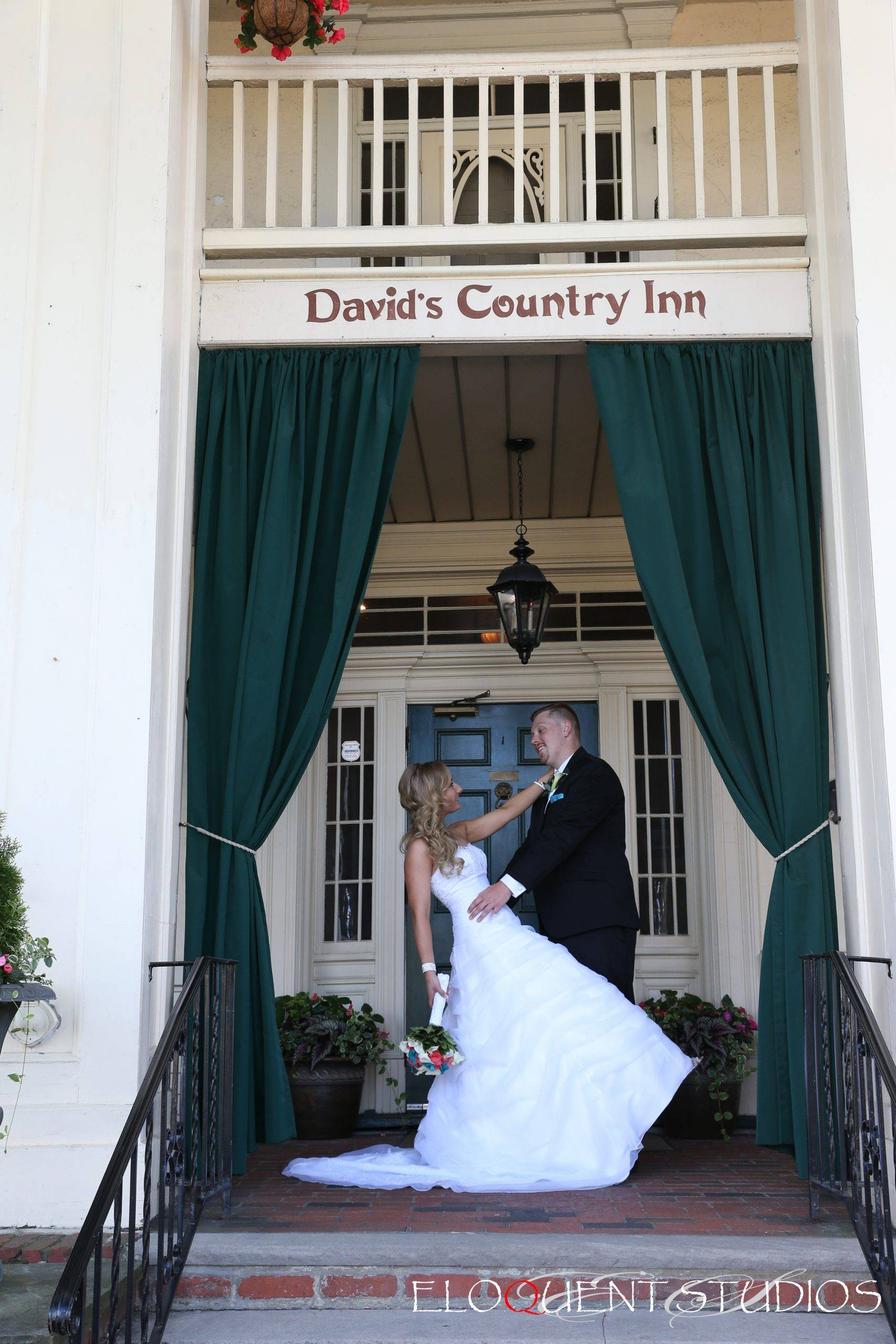 David's Country Inn bride and groom at front door