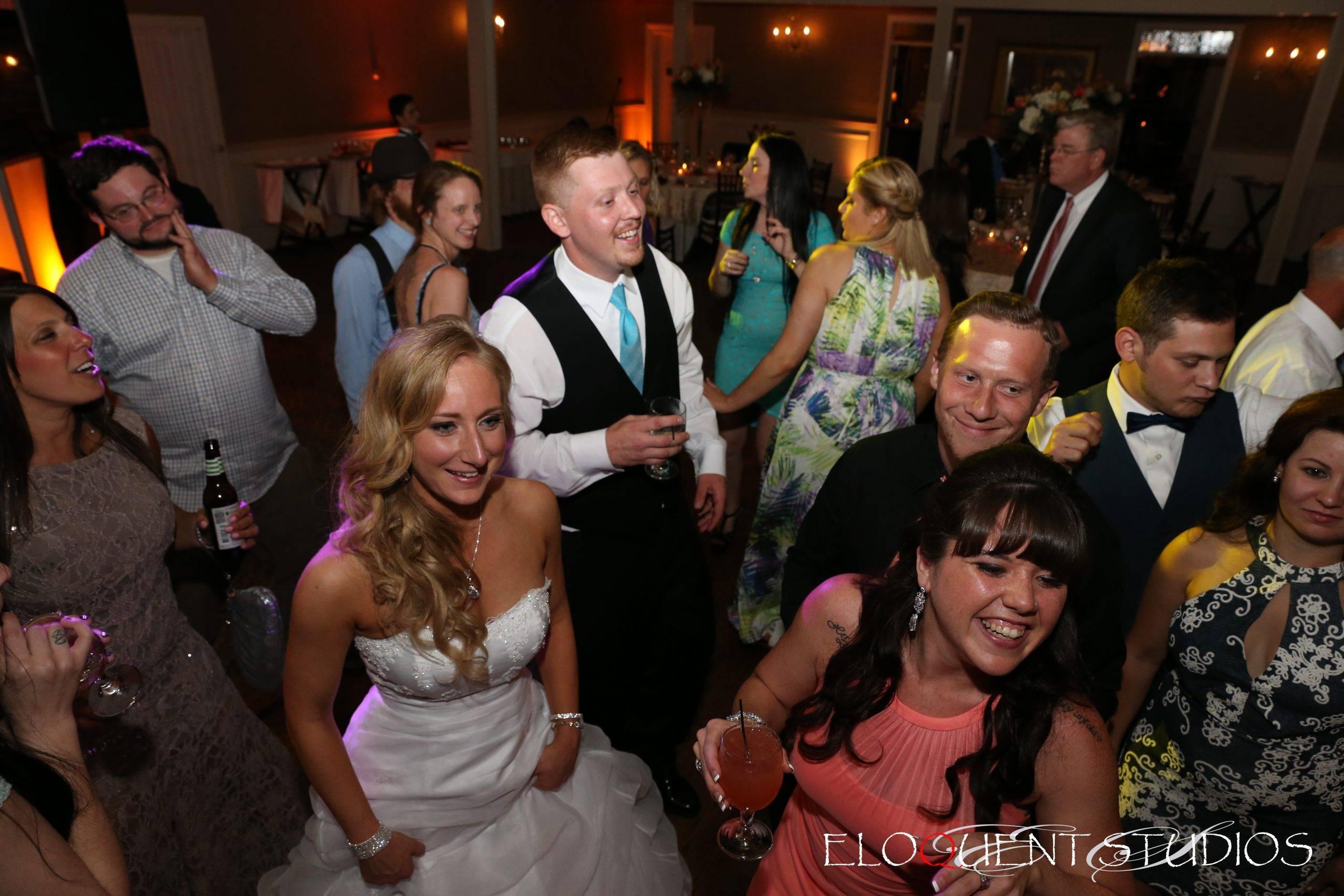 David's Country Inn wedding guests dancing