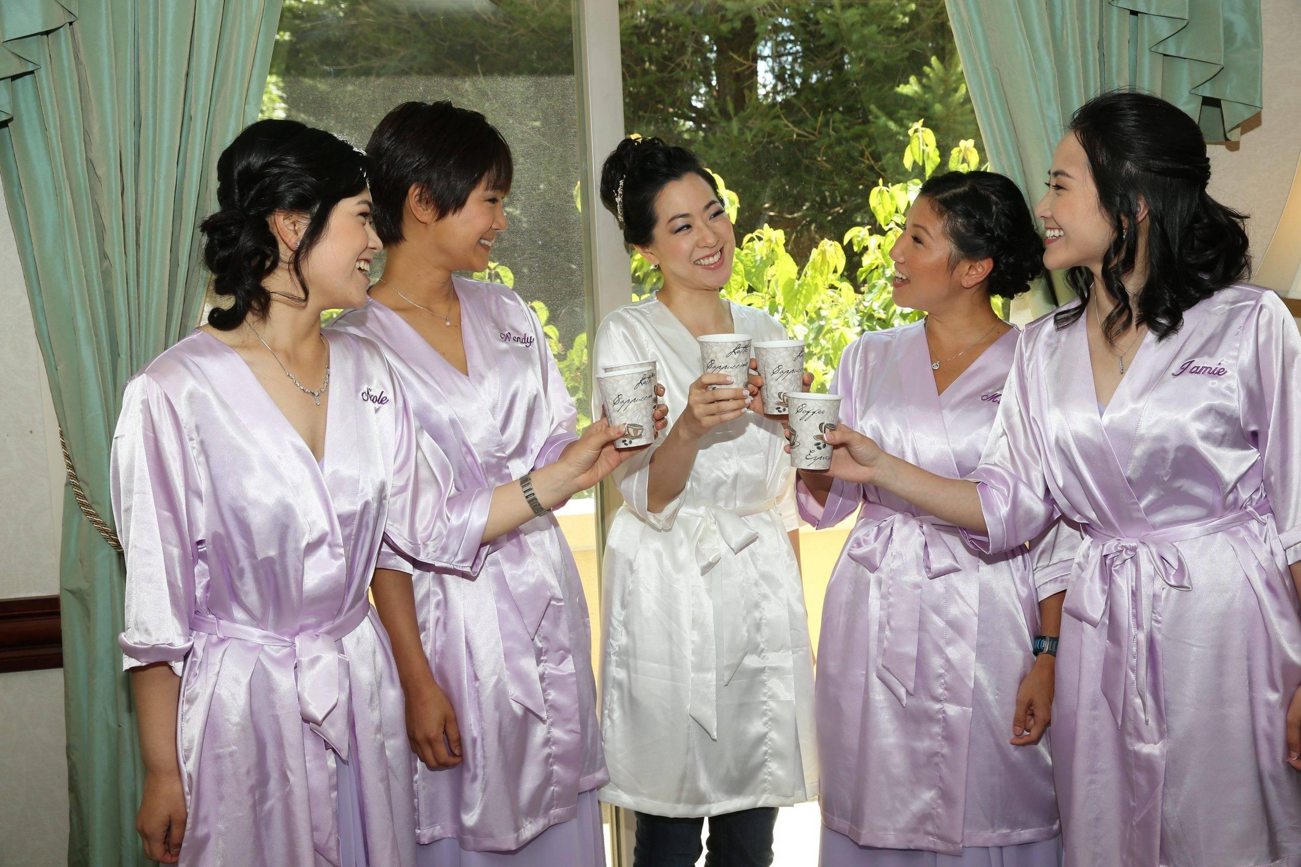 Brooklake bride and bridesmaids getting ready