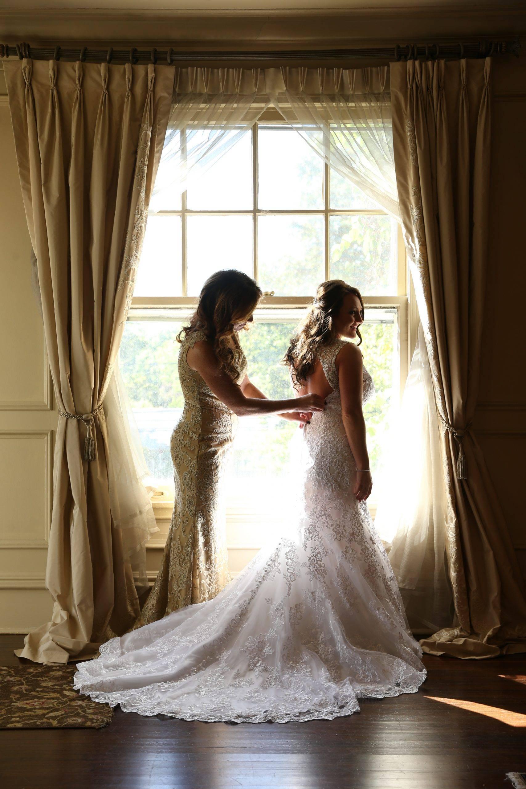 Park Savoy bride getting ready