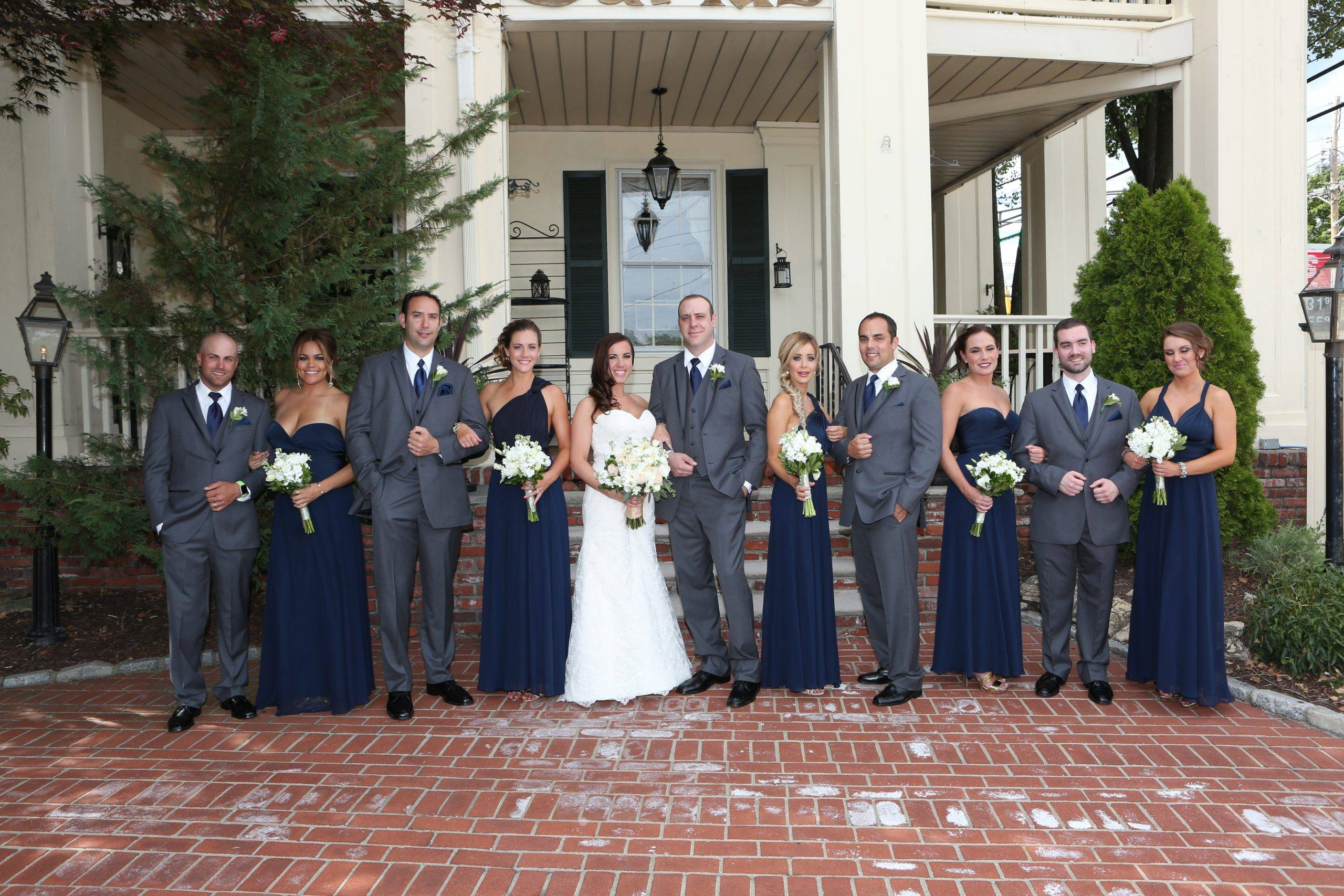 David's Country Inn bridal party outside