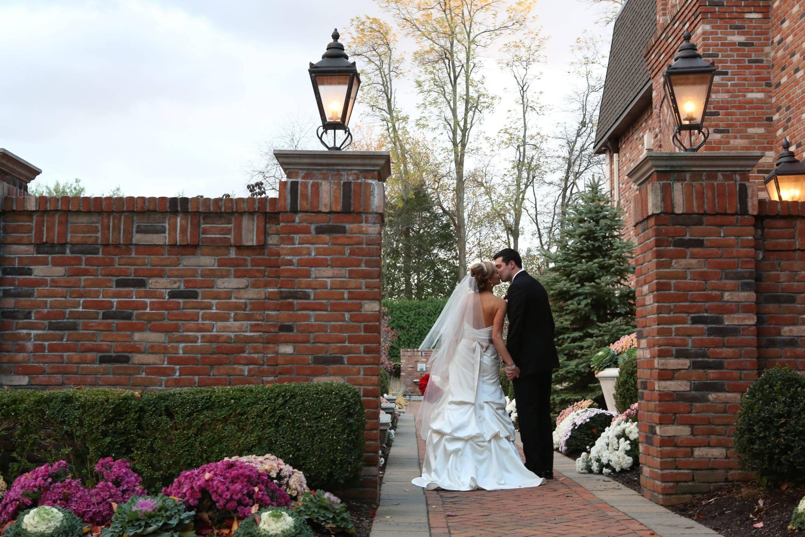 Florentine Gardens bride and groom kissing