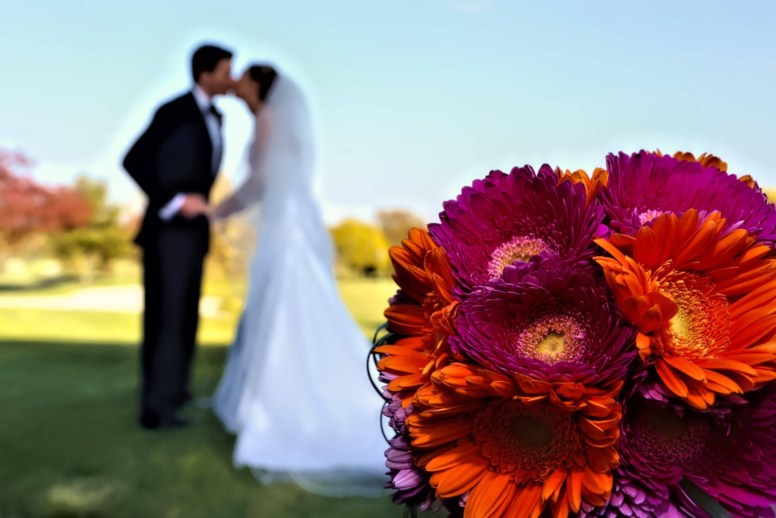 Basking Ridge CC bride and groom steal a kiss