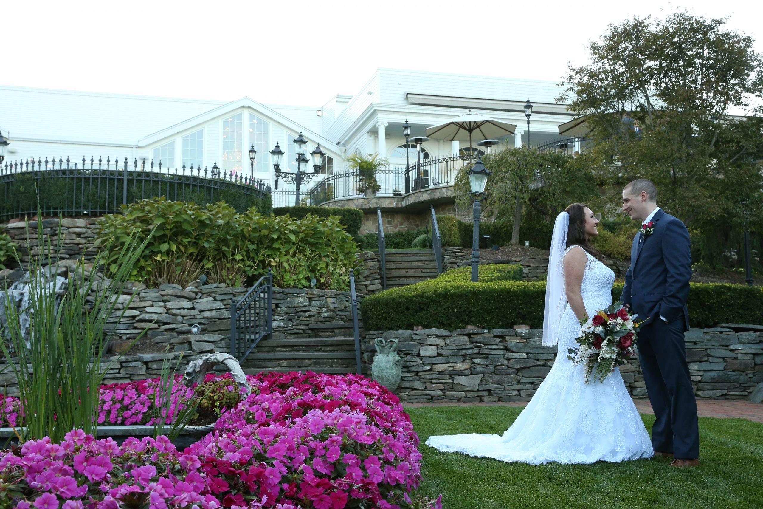 Park Savoy bride in gardens