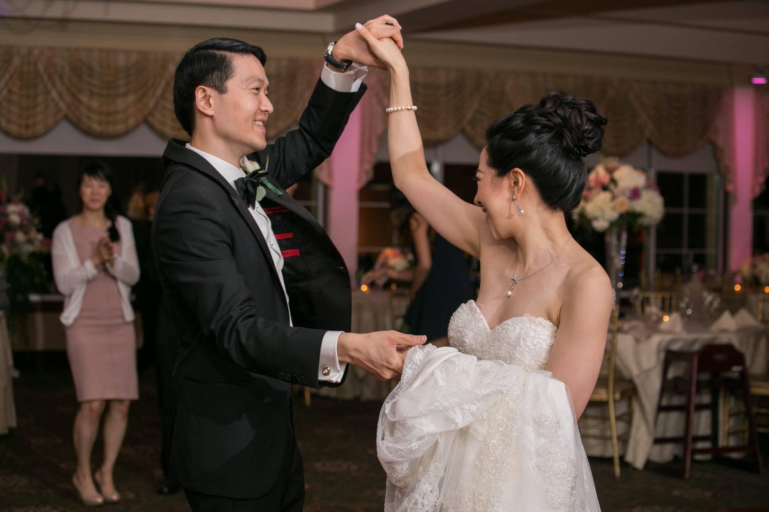 Brooklake wedding couple dancing