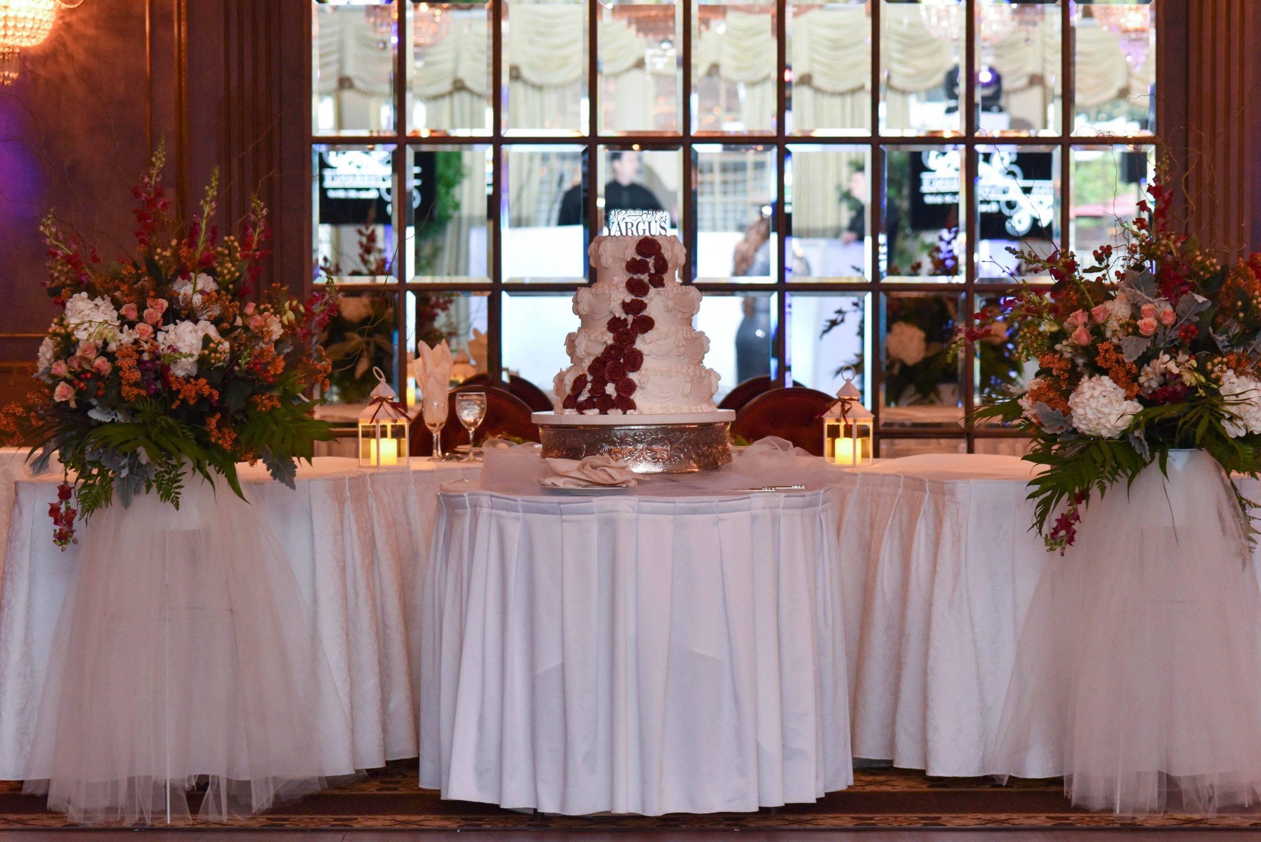 Birchwood Manor wedding cake