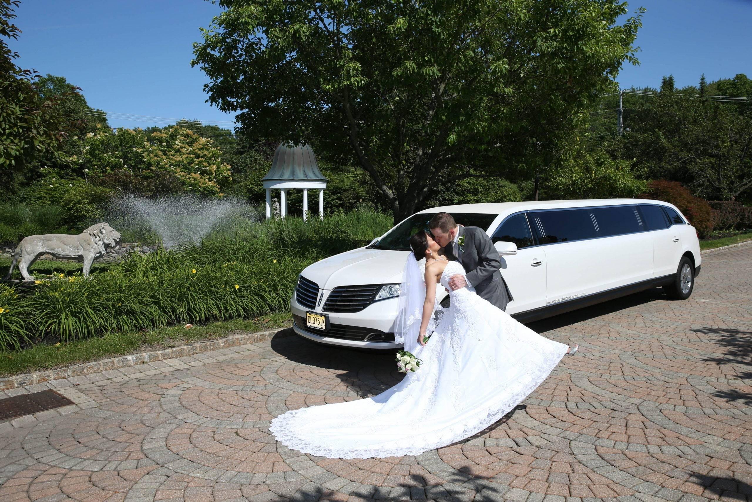 Birchwood Manor kiss by limo
