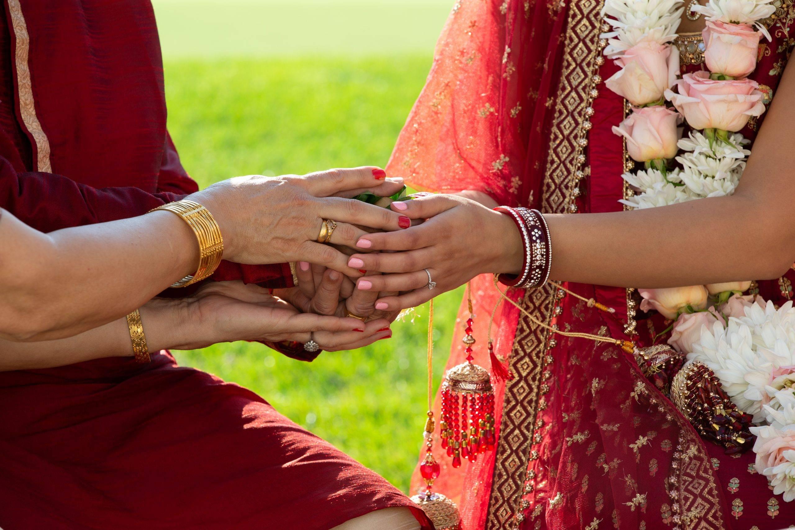 Brooklake Indian wedding couple's hands