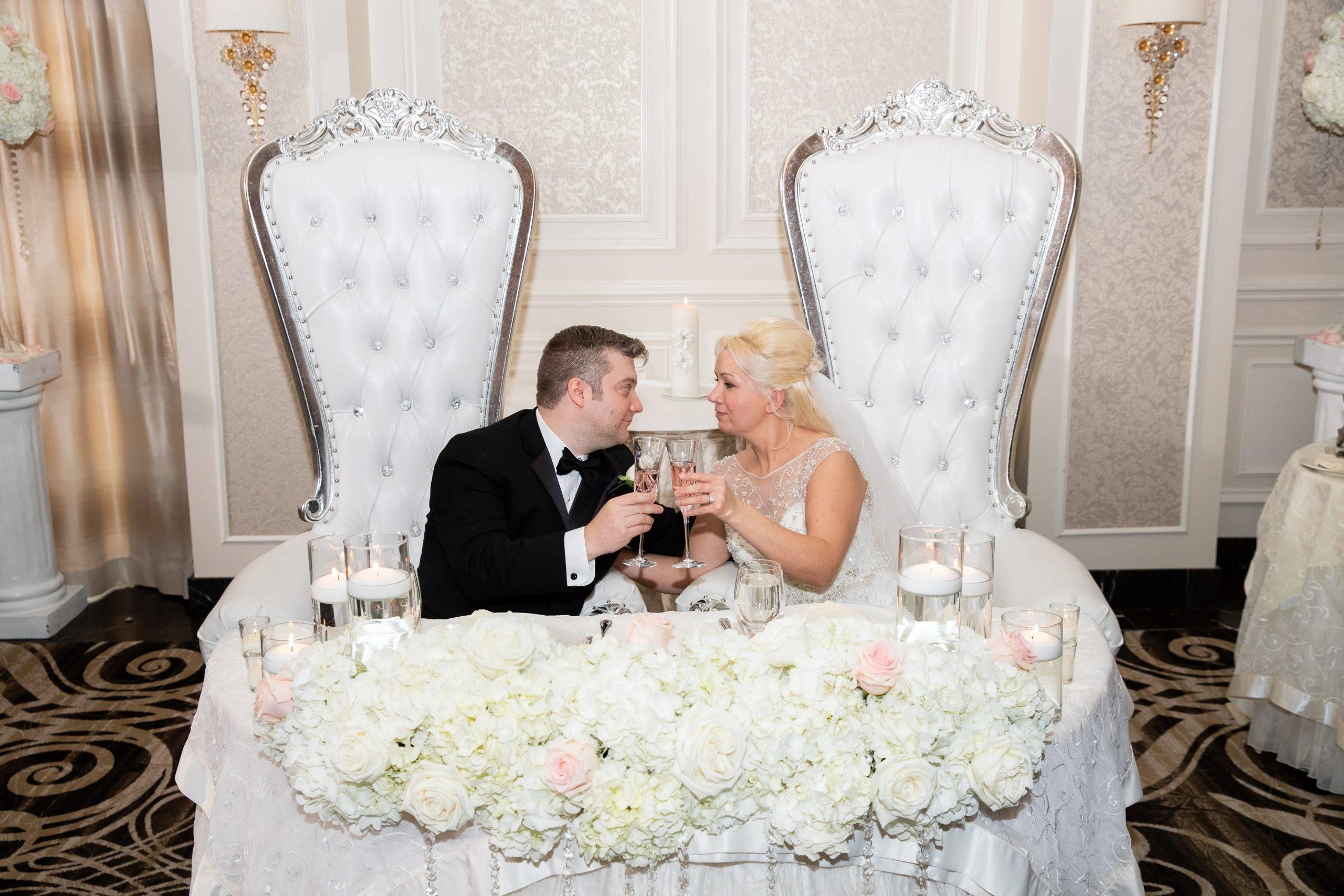 Meadow Wood bride and groom table