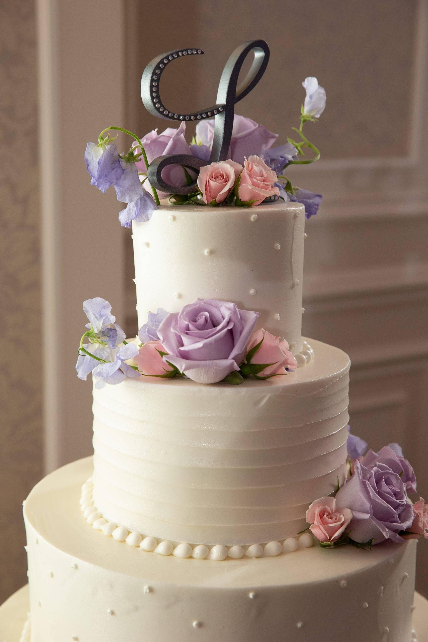 Meadow Wood wedding cake with flowers