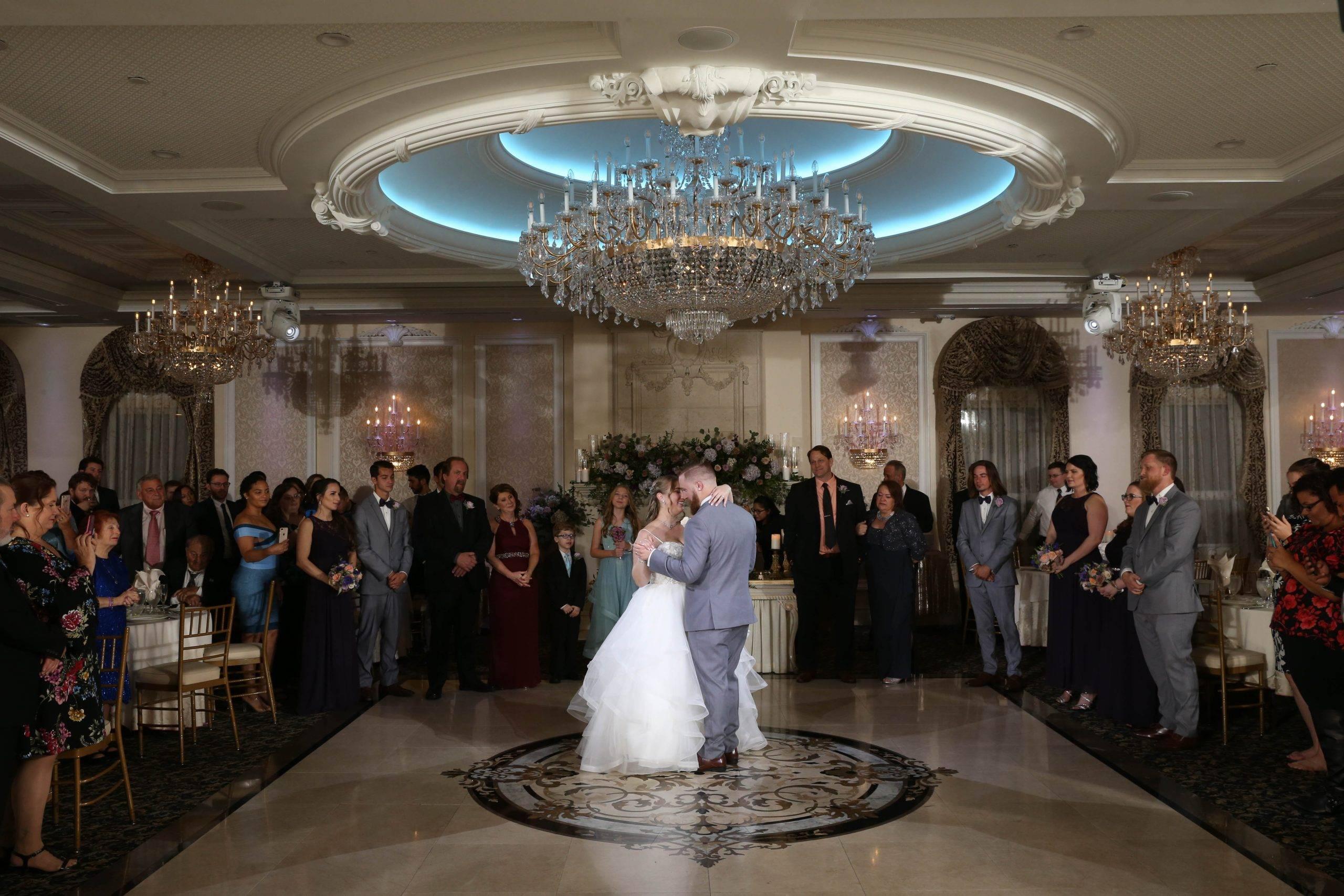 Primavera Regency wedding couple's first dance