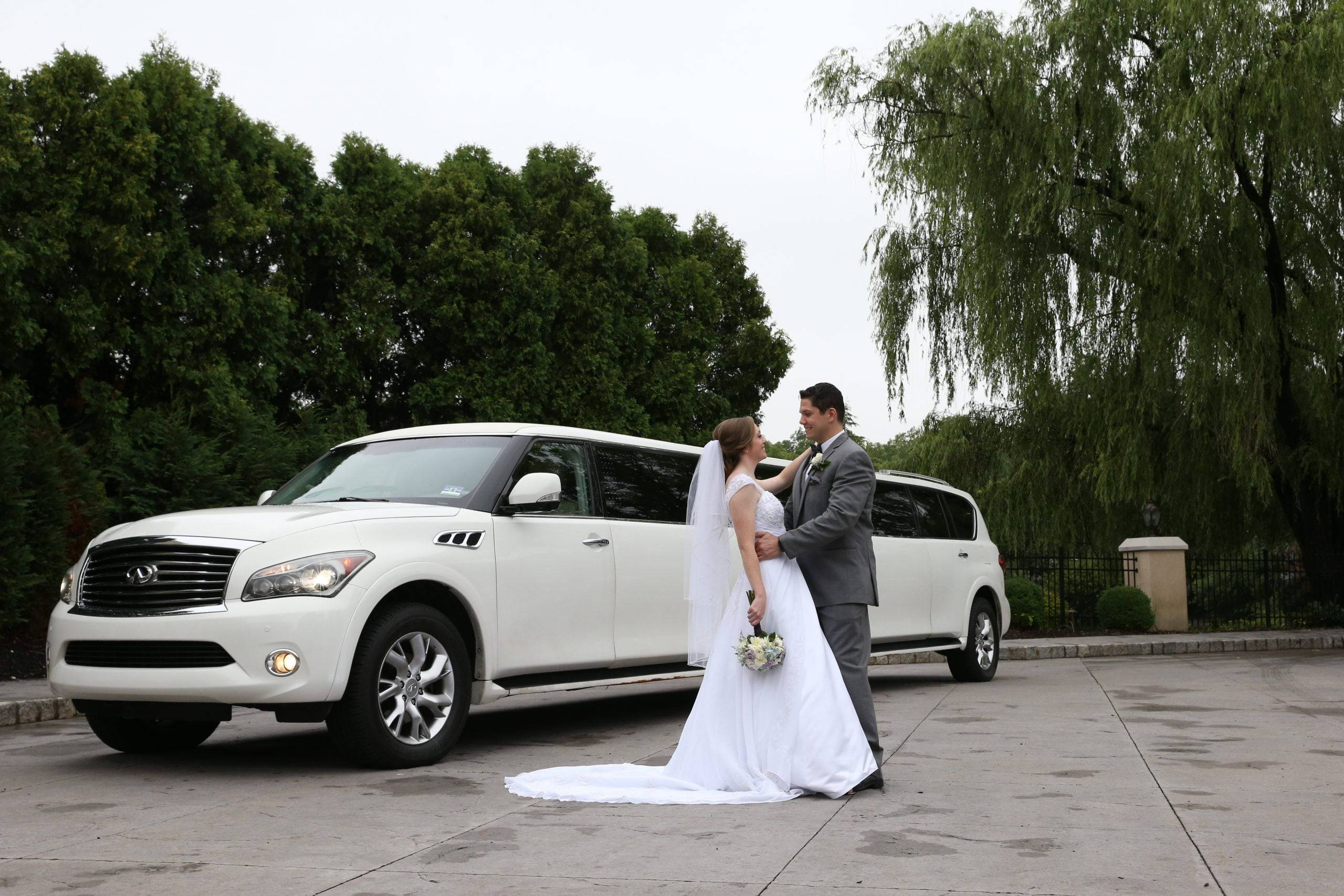 Bridgewater Manor bride and groom by limo